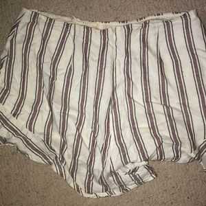 Lush Shorts - Striped flowy shorts